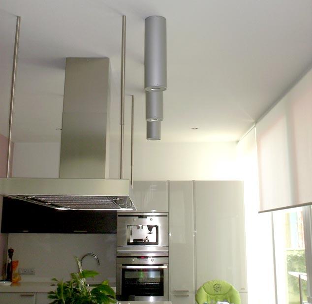cucina illuminata con faretti