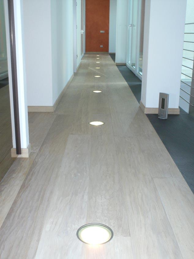Faretti Pavimento Per Interni: Da incasso per pavimenti e scale adatto interni esterni.