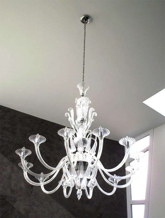 illuminazione della sala con lampadario