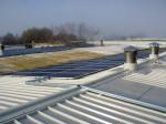 Il tetto in eternit è stato sostituito dalla lamiera grecata, sulla quale sono installati i moduli fotovoltaici